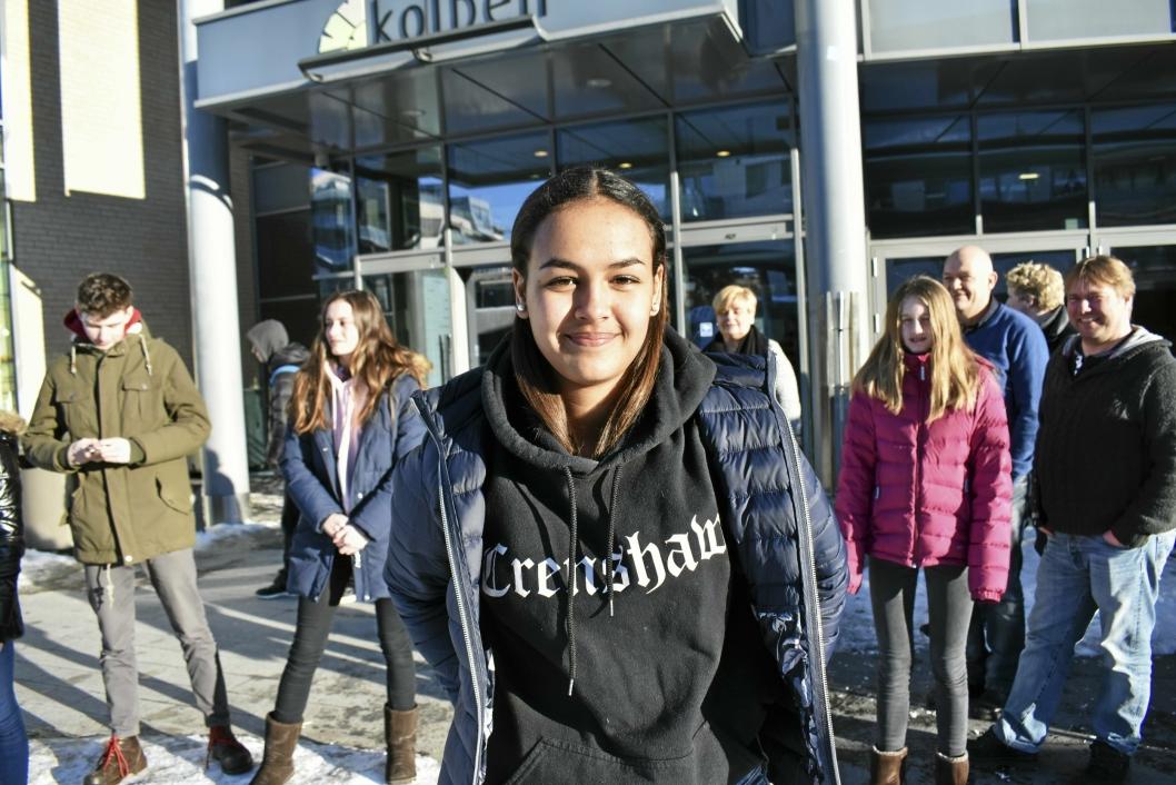 TIL VENNINNEN:Naomi Støa (15) gleder seg til å synge for venninnen sin på søndag.