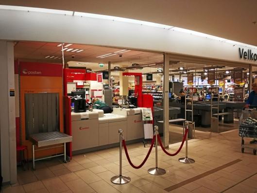 BÅDE POST OG BUTIKK: I tillegg til ferskvare, har også Coop Mega på Kolbotn torg post i butikk.