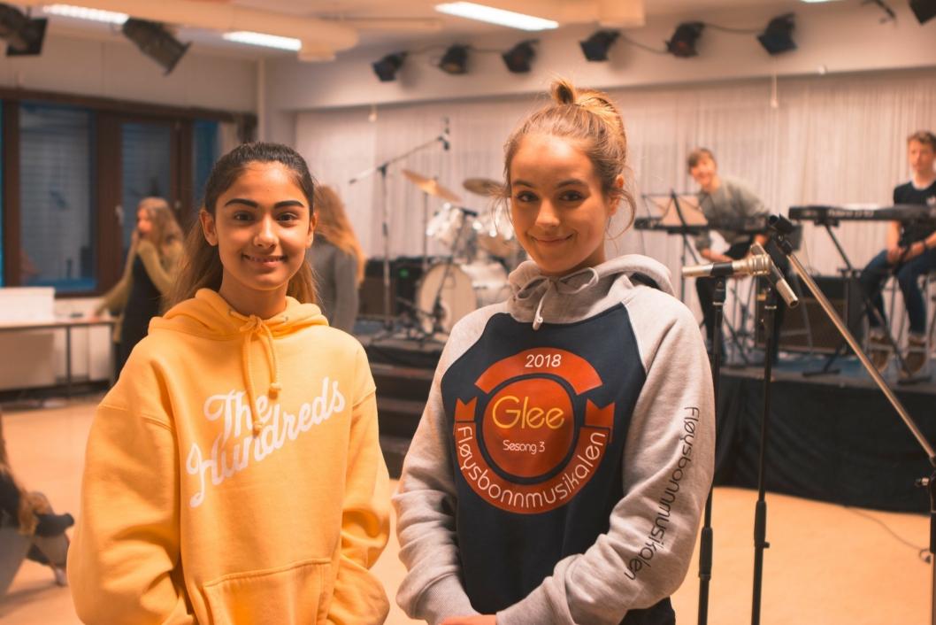 NYE: Dette er den første Fløysbonnmusikalen som Isabelle Imsland (13)(t.v.) og Teoline Gjersrud (13). De ser fram til å opptre i Kolben.