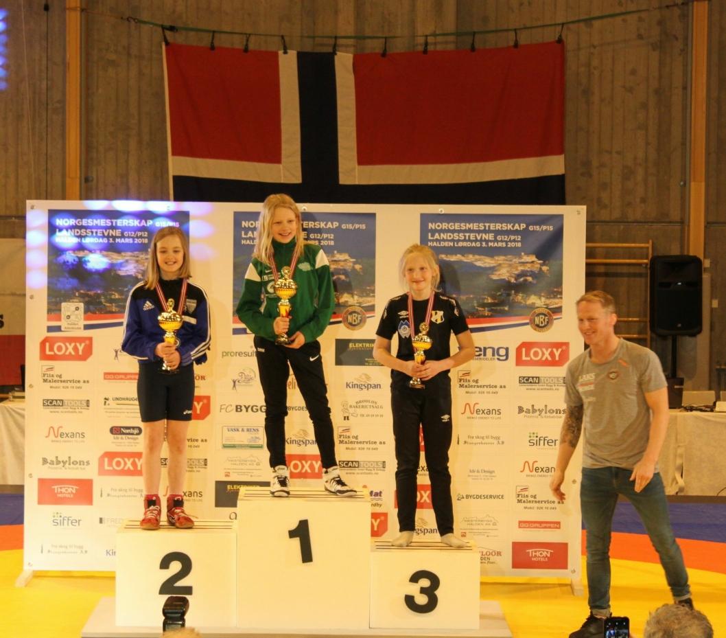 TOK SØLV: Anastasia Misko (t.v.) deltok i sitt første mesterskap, og fikk et velfortjent sølv!