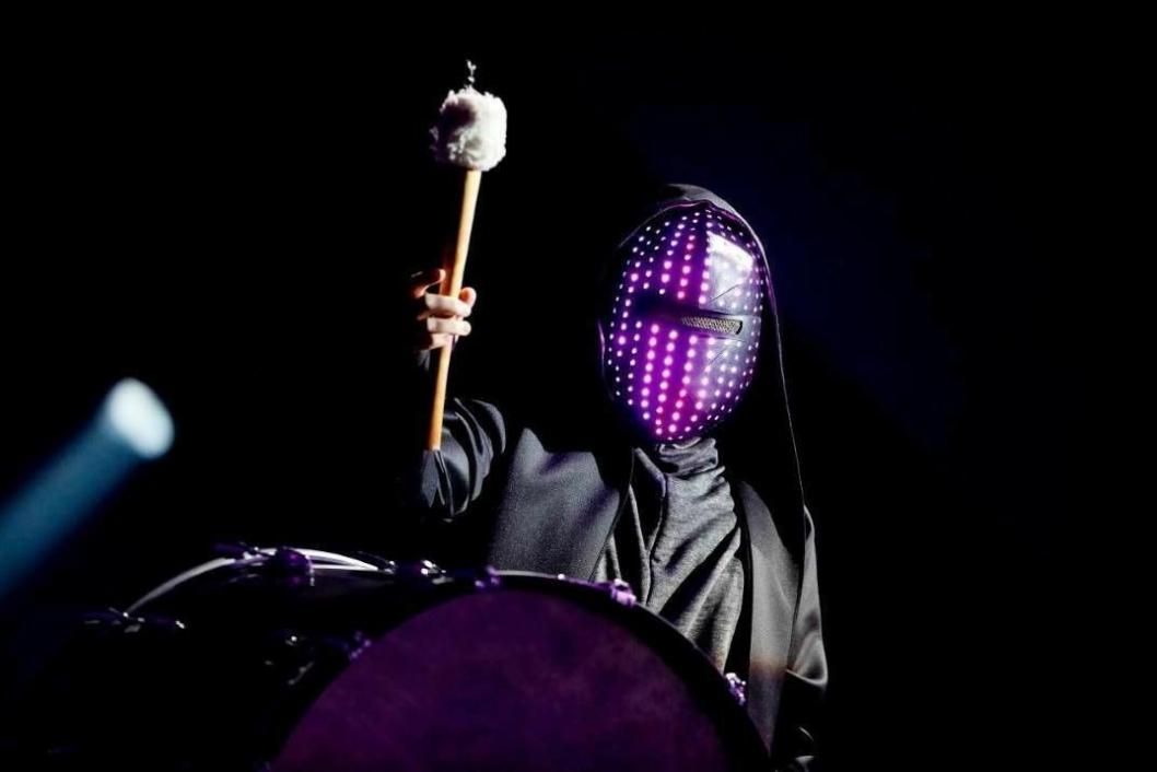 MANNEN MED MASKEN: Det blir maske på scenen i Spektrum i kveld også, men låten har fått ny maske!