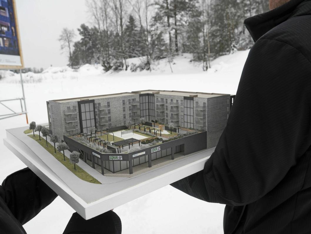 MODELL: Her ser du Centralen som modell. Legg merke til taket! Der er det både lagt inn sandvolleybane, solsenger, parsellhager og uftepark, for å nevne noe!