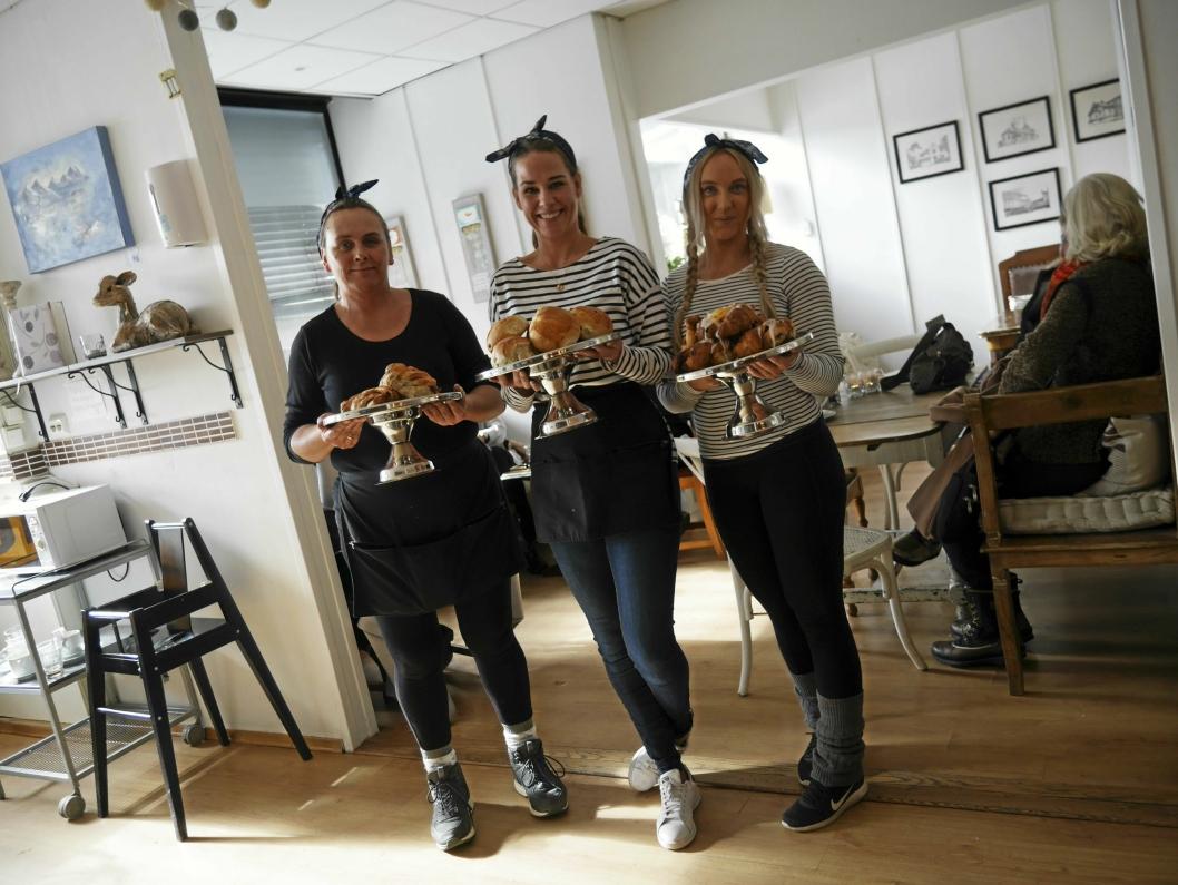 KLARE FOR Å SATSE: Janne, Hennie og Ellen i Kaffebar´n flytter snart ut av lokalene i bankbygget på Kolbotn.