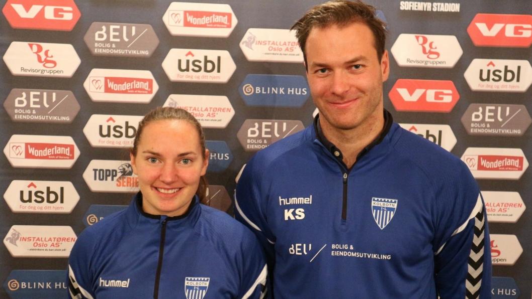 MÅLSKÅREREN OG TRENEREN: Marit Braberg Lund (t.v.) og trener Knut Slatleim er fornøyde etter helgens match i Bergen. Det ble ett mål i kampen, og det var det Braberg Lund som skåret.