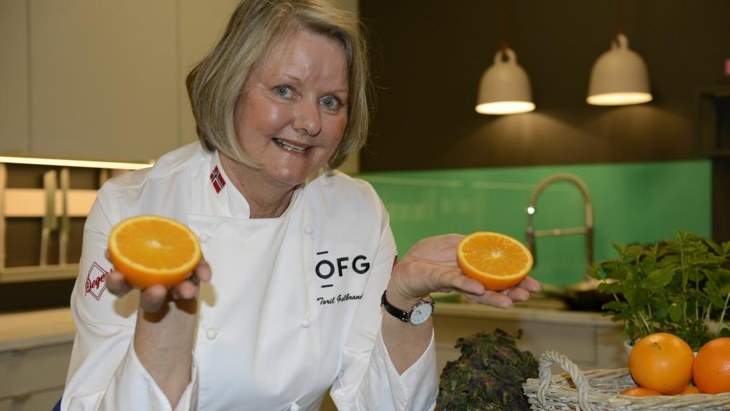 FANTASTISK FRUKT: Matfaglig rådgiver og kokk, Toril Gulbrandsen, elsker appelsiner.