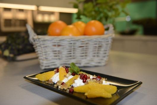 FRISK FROKOST: En deilig appelsinsalat gir en god start på dagen.