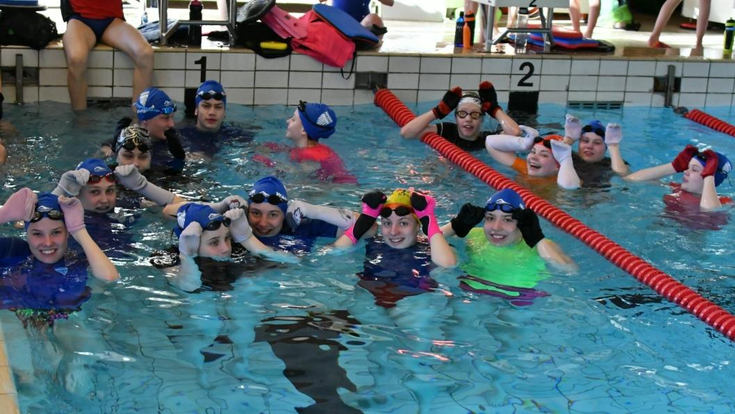 PÅSKEN I VANN: 33 svømmere fra Kolbotn IL tilbragte hele påskeferien med trening i Sverige.