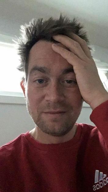 HOLDER KOKEN: Selv om redaksjonen til tider kan gi sjefen både hodebry og hodepine, holder den staute 40-åringen ut.
