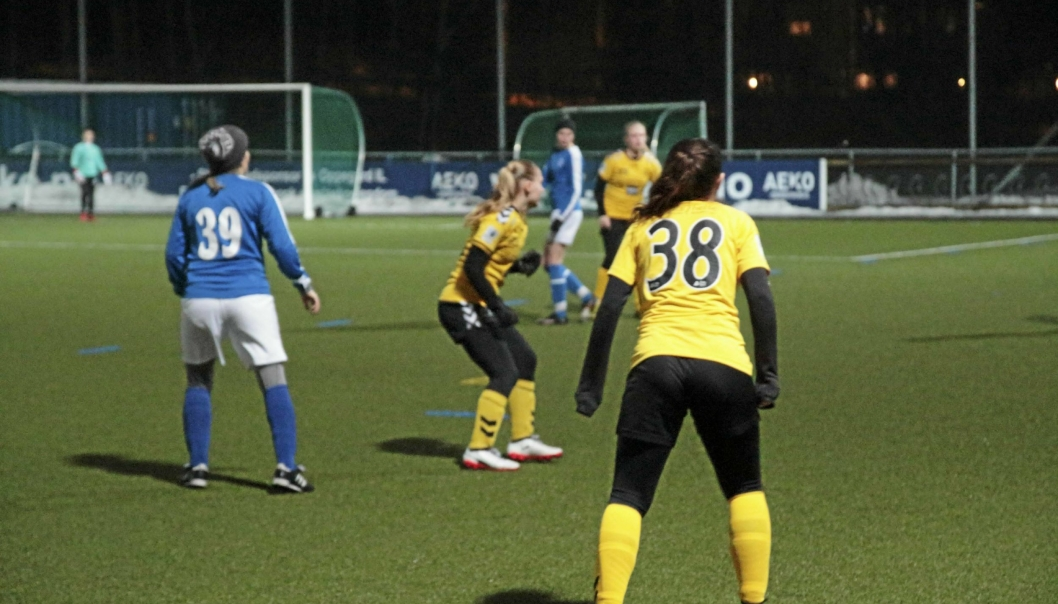FLOTT DEBUT: Oppegårds nye seniordamelag i fotball kjempet hardt i første seriekamp, men Grei trakk det lengste strået.
