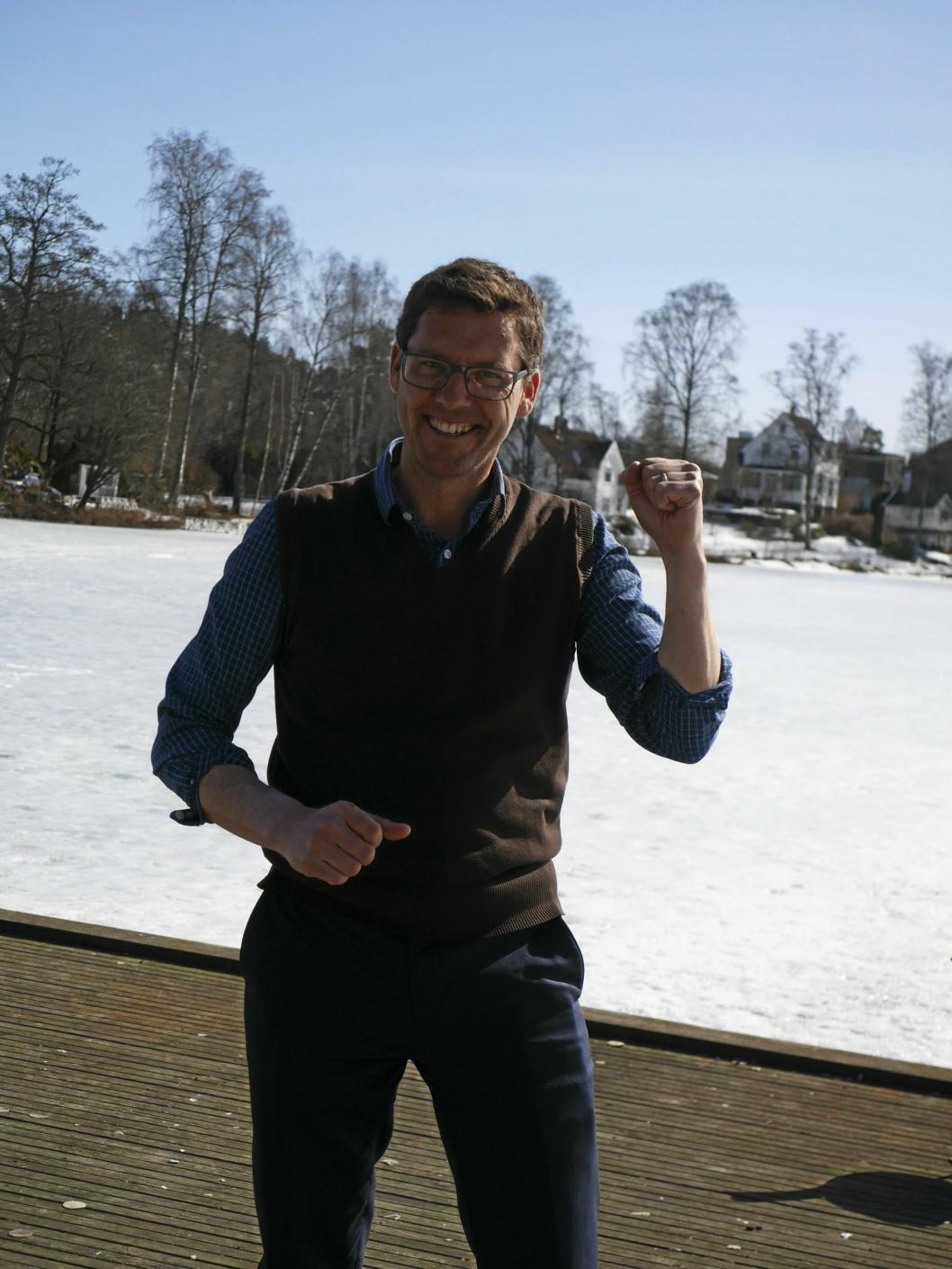 FORNØYD: Håkon Gulbrandsen (SV) er kjempefornøyd med responsen så langt, og håper enda flere skriver under for å rense Kolbotnvannet en gang for alle.