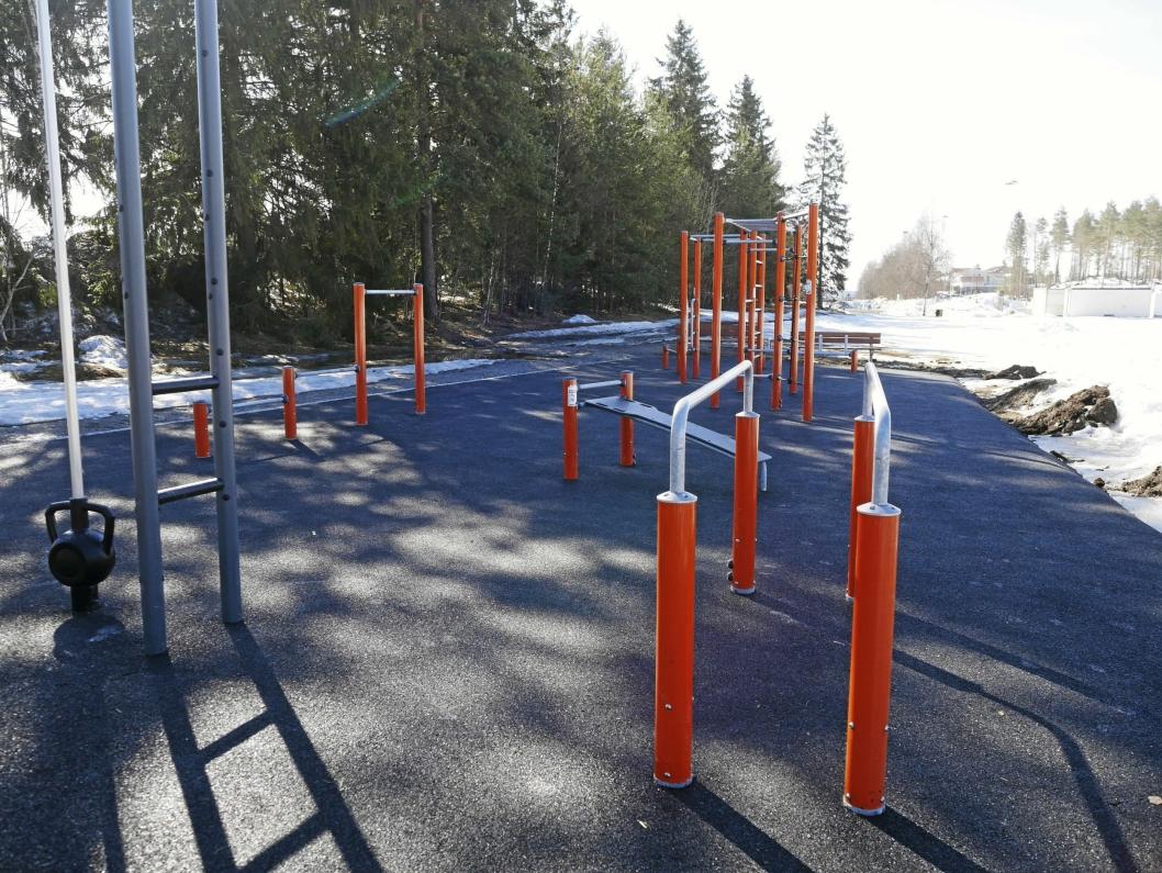 MANGE APPARATER: Kombinajonene er uendelige her i den nye mingleparken og treningsparken på Sofiemyr. Det beste er at det er gratis!