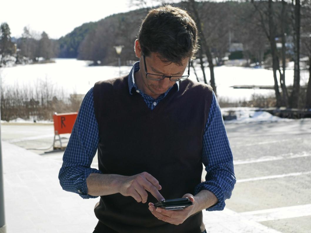 FORNØYD: Håkon Gulbrandsen (SV) er fornøyd med responsen på aksjonen sin for Kolbotnvannet. Han er fornøyd med at underskriftene renner inn!