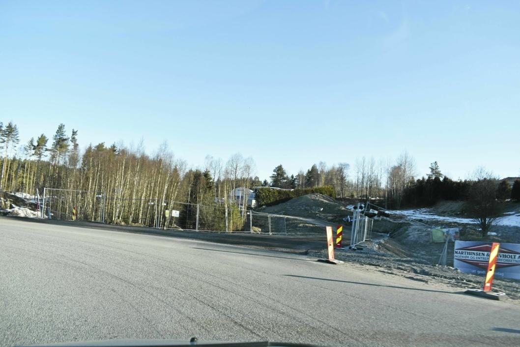 FERDIG: Nå er tilbringerveien ved rundkjøringen ferdig. Frem til begynnelsen av april brukte de Fløisbonnveien.