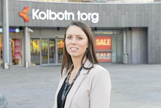 EVAKUERTE SENTERET: Senteret måtte evakueres etter en bilbrann, opplyser Marianne Thoresen-Larsen, senterleder på Kolbotn Torg.