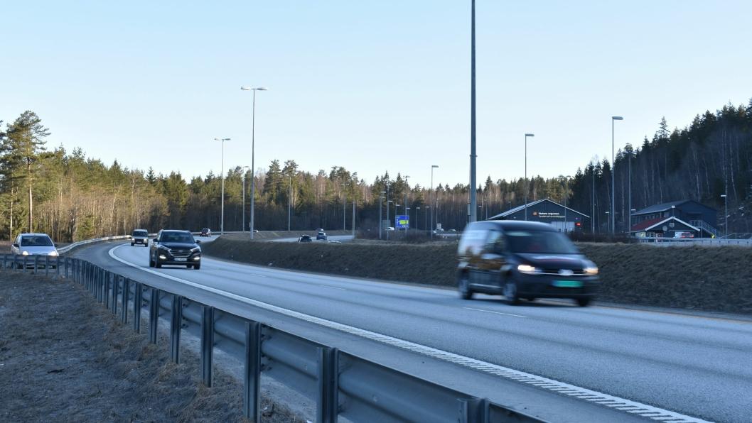 RÅKJØRING: Her på E6 ved Taraldrud ble en råkjører tatt i natt. Bildet er tatt i forbindelse med en annen sak.