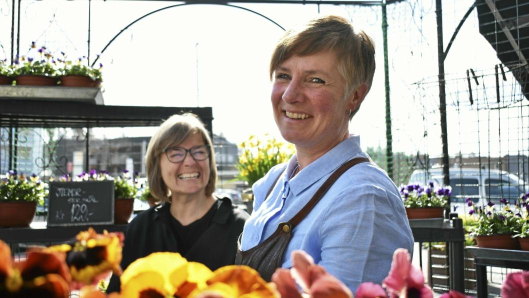 VÅRLIGE RÅD: Er det noe disse damene har peiling på, så er det blomster! Åse Hoff og Elin Rustad gir deg sine råd.