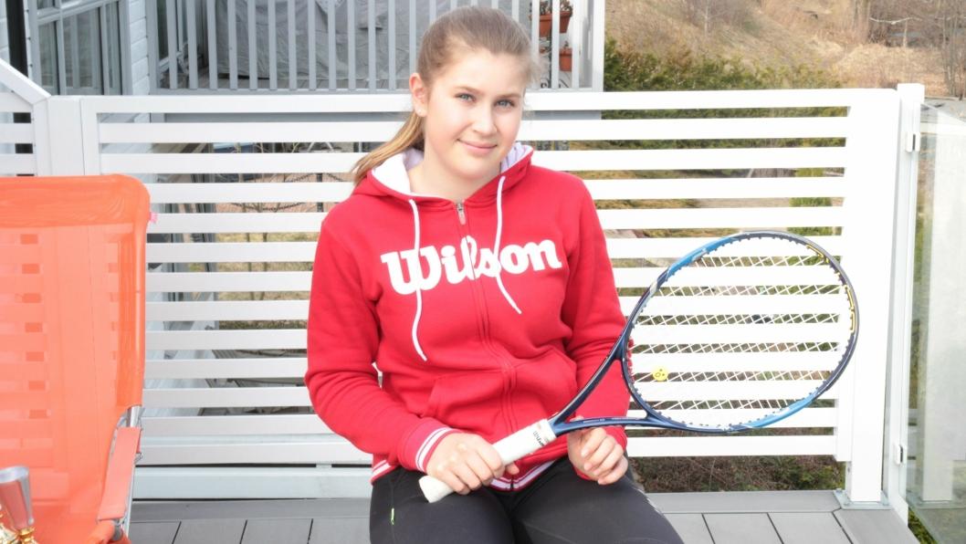 SATSER FULLT: Det unge talentet skal gi alt for å bli tennisspiller