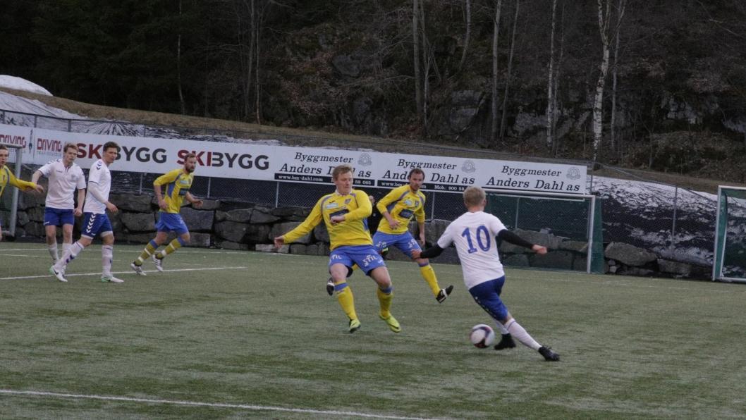 STORKAMP: KIL-spiss Jonas Strømberg (nr.10) leverte storkamp mot rival Ski.