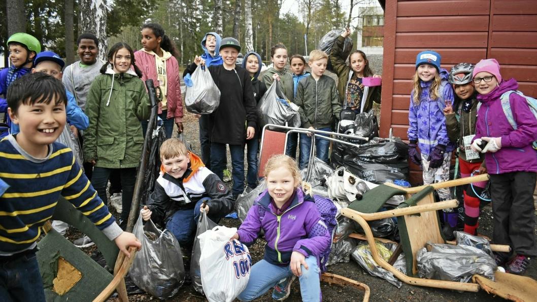 VI FANT, VI FANT: Denne gjengen ved Sofiemyr skole er akkurat tilbake fra søppelplukkingen, og har funnet et helt berg av søppel!