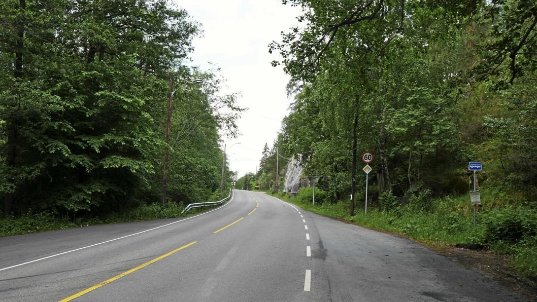 KJØRTE AV VEIEN: En bil kjørte av veien ved Ingierstrand sent lørdag 5. mai. Bildet er tatt i forbindelse med en annen sak.