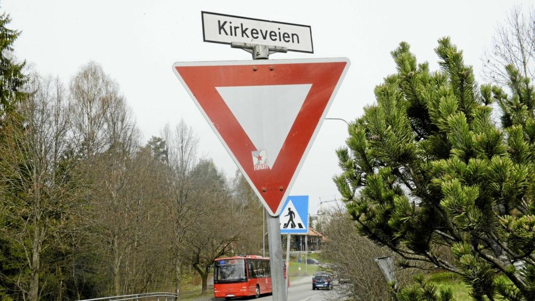BOR DU HER?: Kirkeveien er en av veiene i kommunene som kanskje må få nytt navn.