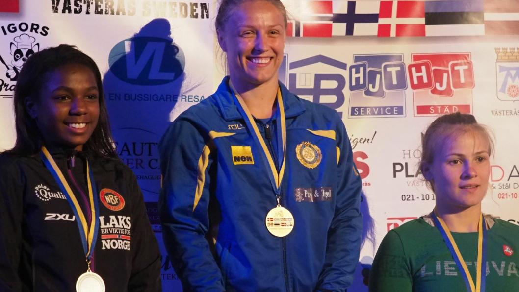 PÅ PALLEN: Sofia Aak, Kolbotn med (sølv), Elin Nilsson, Sverige tok gullet og Kornelia Zaicevaite, Litauen med bronse.