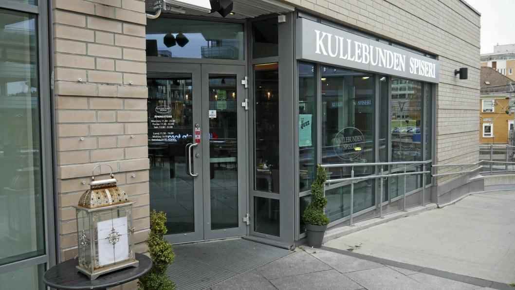 SYKKELTYV: Han eller hun stjal med seg en sofa, en benk, to puter og et bord med glasstopp fra Kullebunden Spiseri natt til fredag 25. mai.