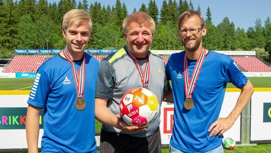 STØTTEAPPARATET: Petter Meinseth (f.v), frivillig, Erik Meinseth, lagleder og Henning Evensen fra NAV.