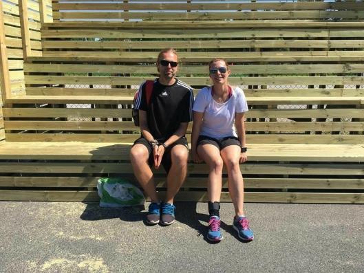 TAKKER: Trenerne Bjørn Eirik Korum Hansen og Ingeborg Dahl-Hilstad takker alle bak tribuneprosjektet.