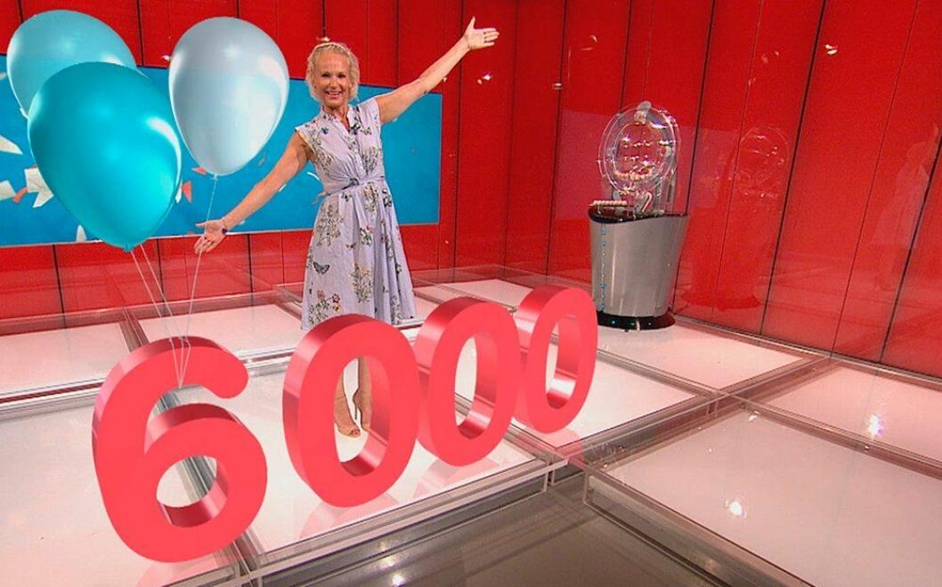 NUMMER 6000: Kvinnen fra Oppegård ble Norsk Tippings lotto-millionær nummer 6000.