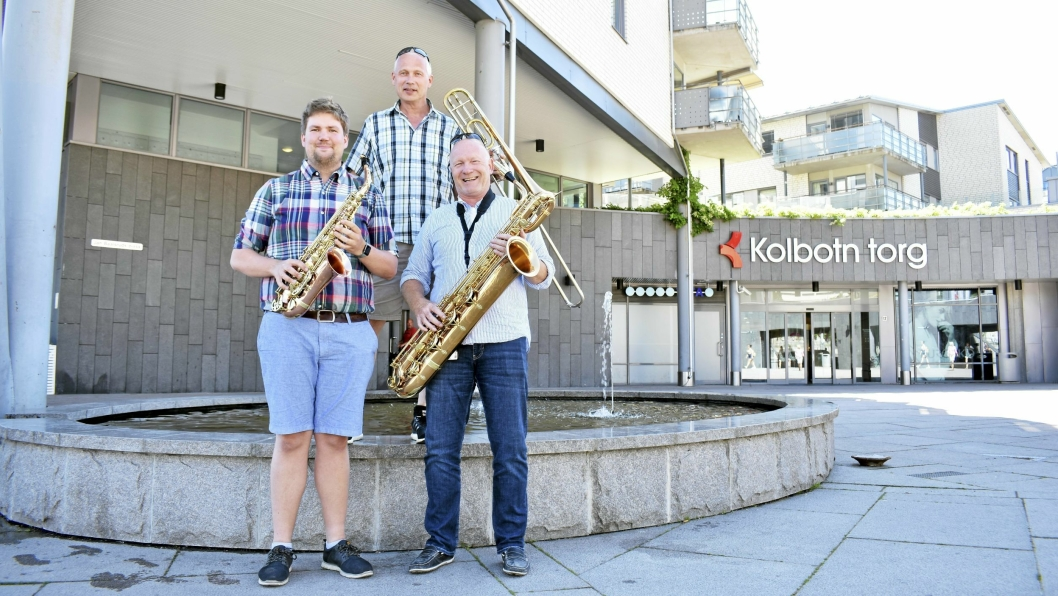 TORG-KONSERT: – Vi er klare! Eivind Mellum, Øyvind Blegeberg og Steinar Eriksen ønsker alle velkomne til en sommerlig konsert på Jan Baalsruds plass lørdag 16. juni.