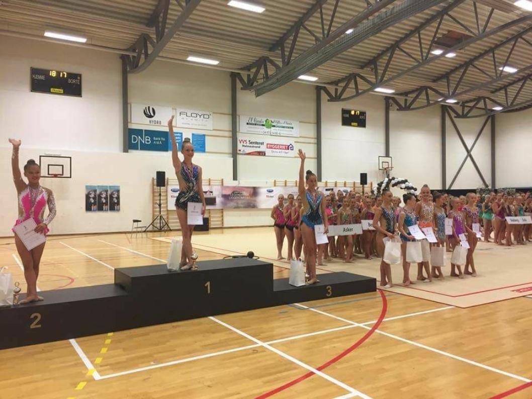 ØVERST PÅ PALLEN: Kolbotn-jenta fikk førsteplass Norgesfinalen i RG 2018.