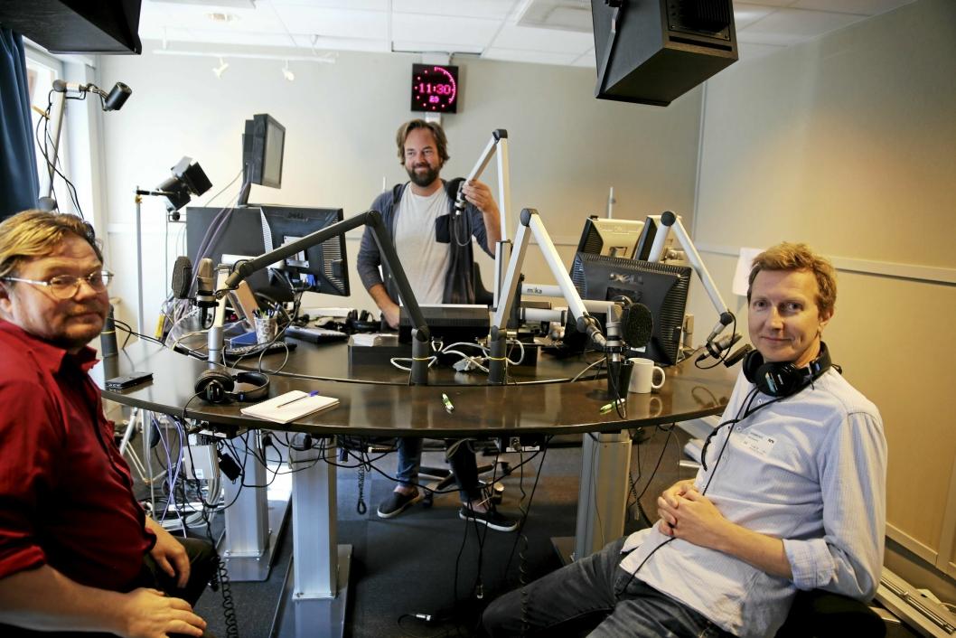 PÅ RIKSDEKKENDE RADIO: Denne uken var Ketil Eik (til venstre) og Bård Norheim i studio til musikkprogrammet «Spillerom» på NRK P2. Da programlederen lurte på «hvorfor England?», kom svaret kjapt: «Vår kjærlighet til fotballen er uløselig knyttet til kjærligheten til England!» Foto: Thomas N. Witsø-Bjølmer