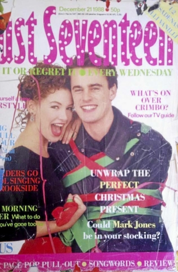 FORSIDEGUTT: Vokalist på VM-låta, Mark Jones, nådde forsiden av magasinet «Just Seventeen» i 1988. Nå er han tilbake.