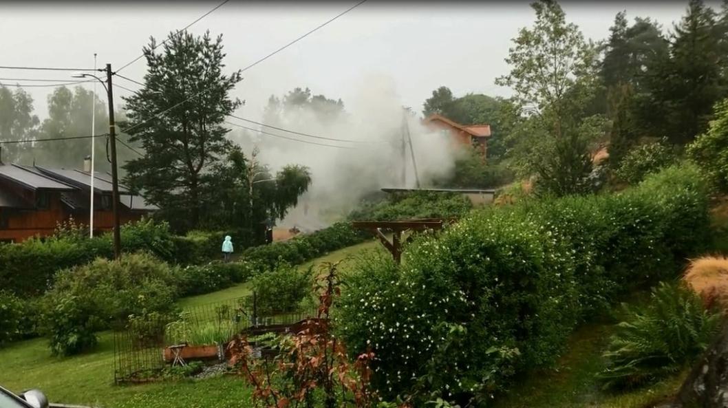 RASKERE ENN LYNET: Ikke akkurat helt, men brannvesenet var på plass etter et kvarter og fikk slukket brannen da e-verket hadde skrudd av strømmen.