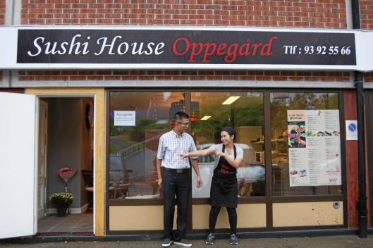 OPPEGÅRD: Dinh Khac Oanh og Nguyen Thi Diem fra Vietnam startet Sushi House Oppegård på Oppegård senter i august 2017.