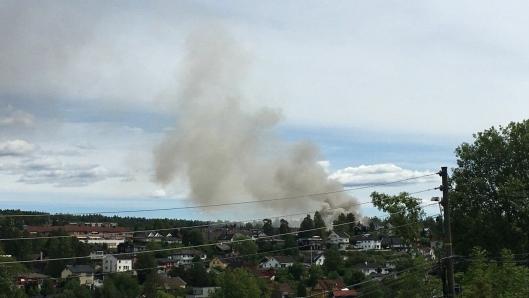HVIT RØYK: Det var observert mye hvit røyk fra området klokken 14.13.