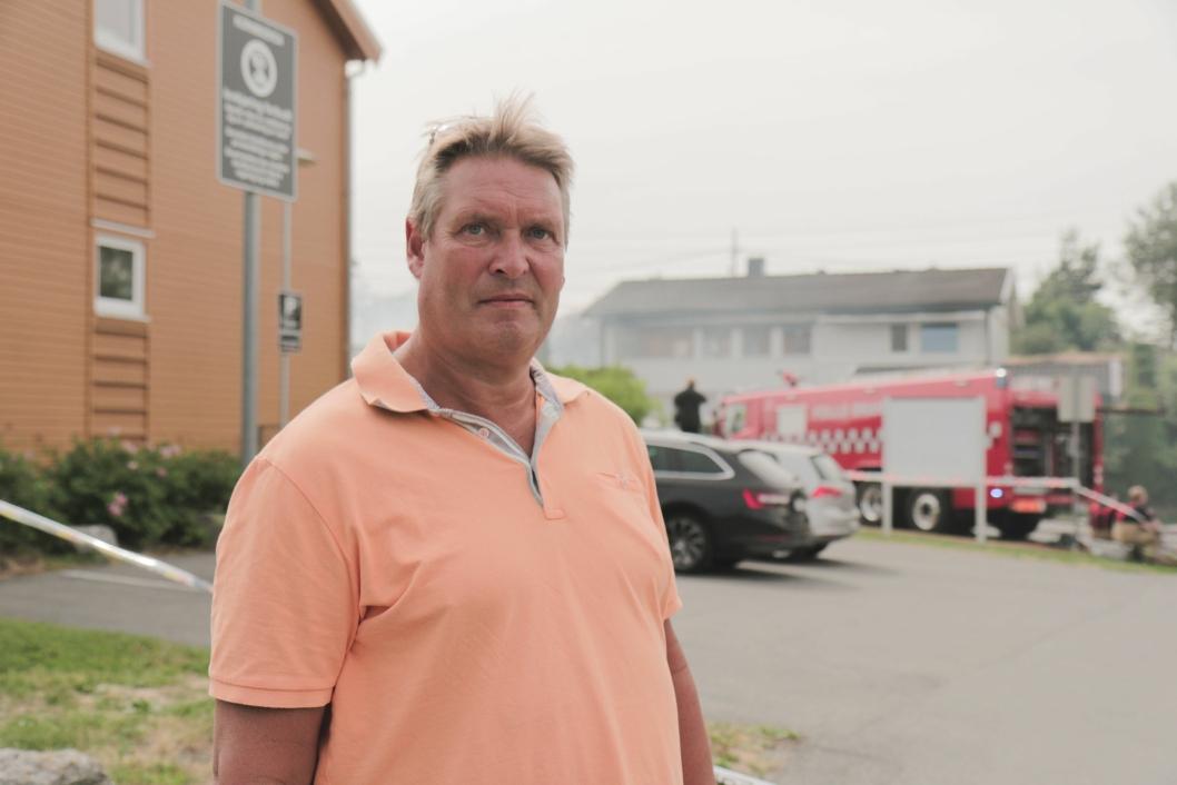 UBEBOELIG: – Huset må nok rives, sier preget Rune Røssel om boligen sin i Kornmoveien 8, det hvite huset i bakgrunnen på bildet.
