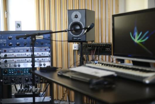 I STUDIO: I studioet sitt på Sofiemyr, får han ro til å jobbe med musikkprosjektene sine.