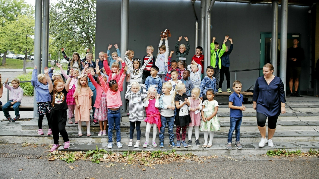 FØRSTE SKOLEDAG: Disse fornøyde 1.klassingene begynte i dag på Kolbotn skole.