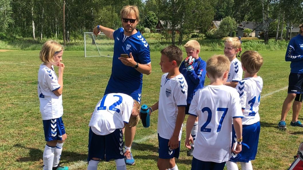 Anders Eldor Boye er trener for 2006-årgangen i Kolbotn IL. Her fra årets Arvika Cup.