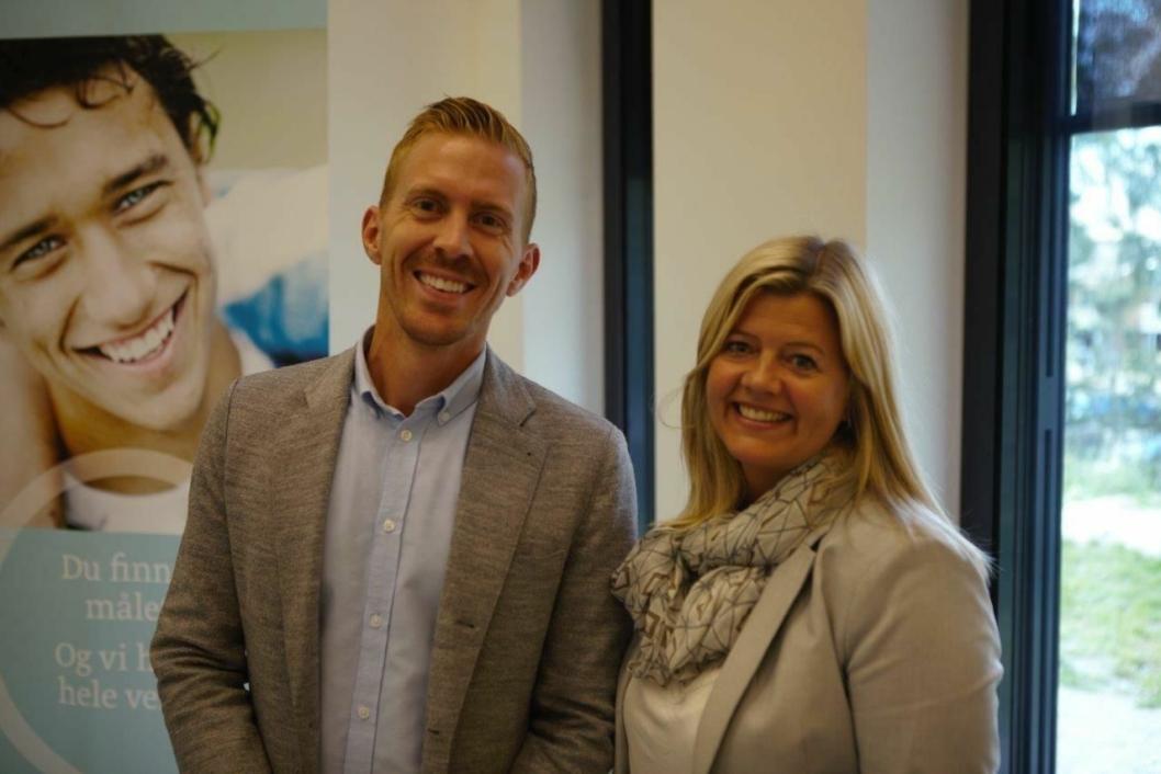 FAGLIG SAMARBEID: Koordinator for studentrekruttering ved BI, Asbjørn Hia, og studieleder ved Roald Amundsen videregående skole, Kristin Loen Larsen.