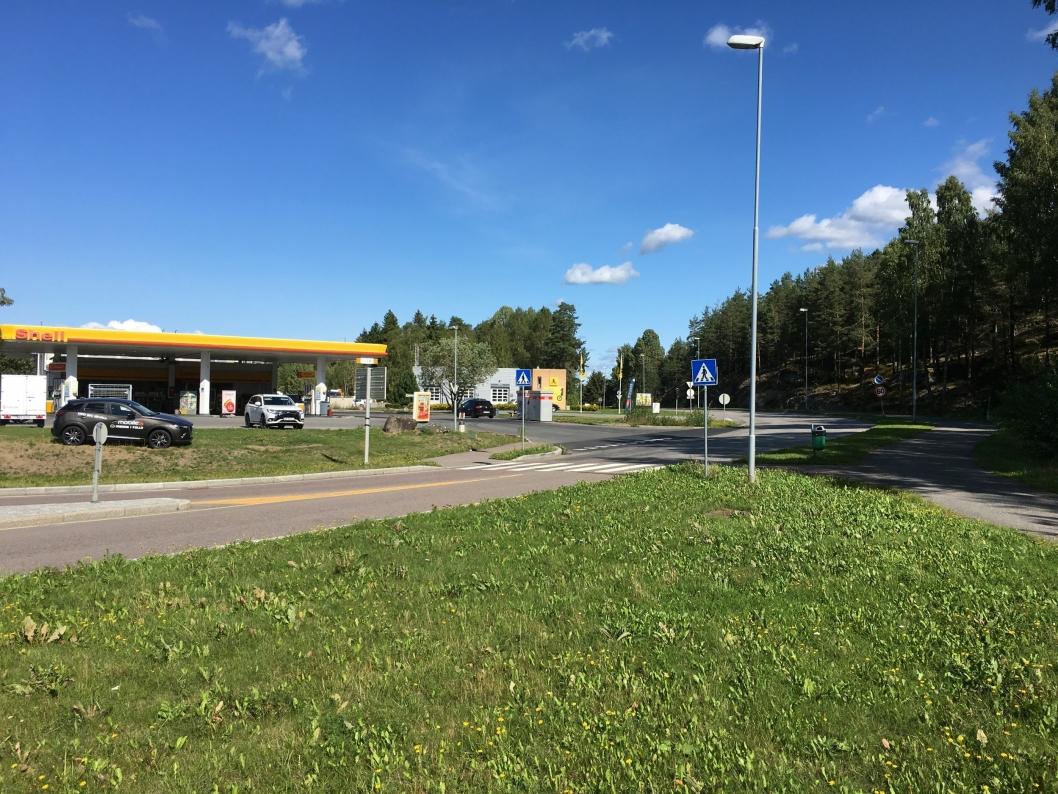 ROSENHOLMVEIEN: Rosenholmveien blir også omregulert til forkjørsvei fra i morgen, men bare innenfor kommunegrensen.