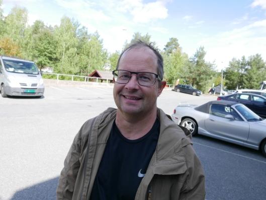 GLAD FOR TILTAKET: Tor Einar Ophaug (50) fra Trollåsen ble for noen år siden påkjørt i krysset Trollåsveien-Lienga.