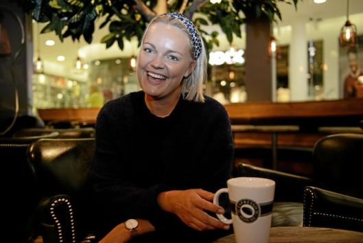 STORINNRYKK: Coffee shop manager Hanne Wessel Egge (25) er klar tll å ta i mot gjesten i Espresso House nye, lune lokaler på Kolbotn Torg.