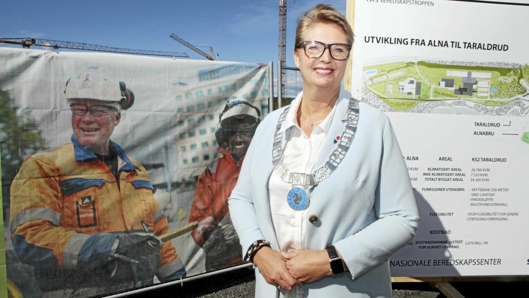 BEKYMRET: – For meg virker regjeringen være mer opptatt av å omorganisere «Jernbanen i Norge» at de glemmer å tenke på passasjerene som faktisk skal sitte på togene våre, sier Hanne Opdan (Ap), ordføreren i Ski kommune.