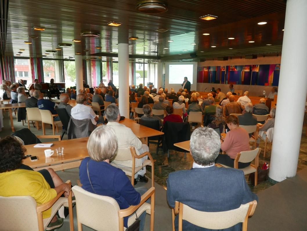 STOR INTERESSE FOR SAKEN: Vannkvaliteten i Kolbotnvannet sto på dagsorden da det ble arrangert et åpent folkemøte i Oppegård rådhus onsdag kveld.