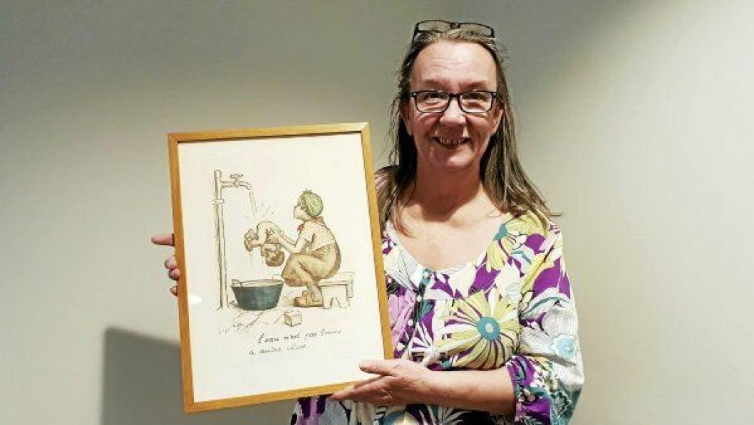 SØKER EKS EIER: Hvam har hatt dette litografiet på veggen sin, lurer Hanne Bente Karlsen.