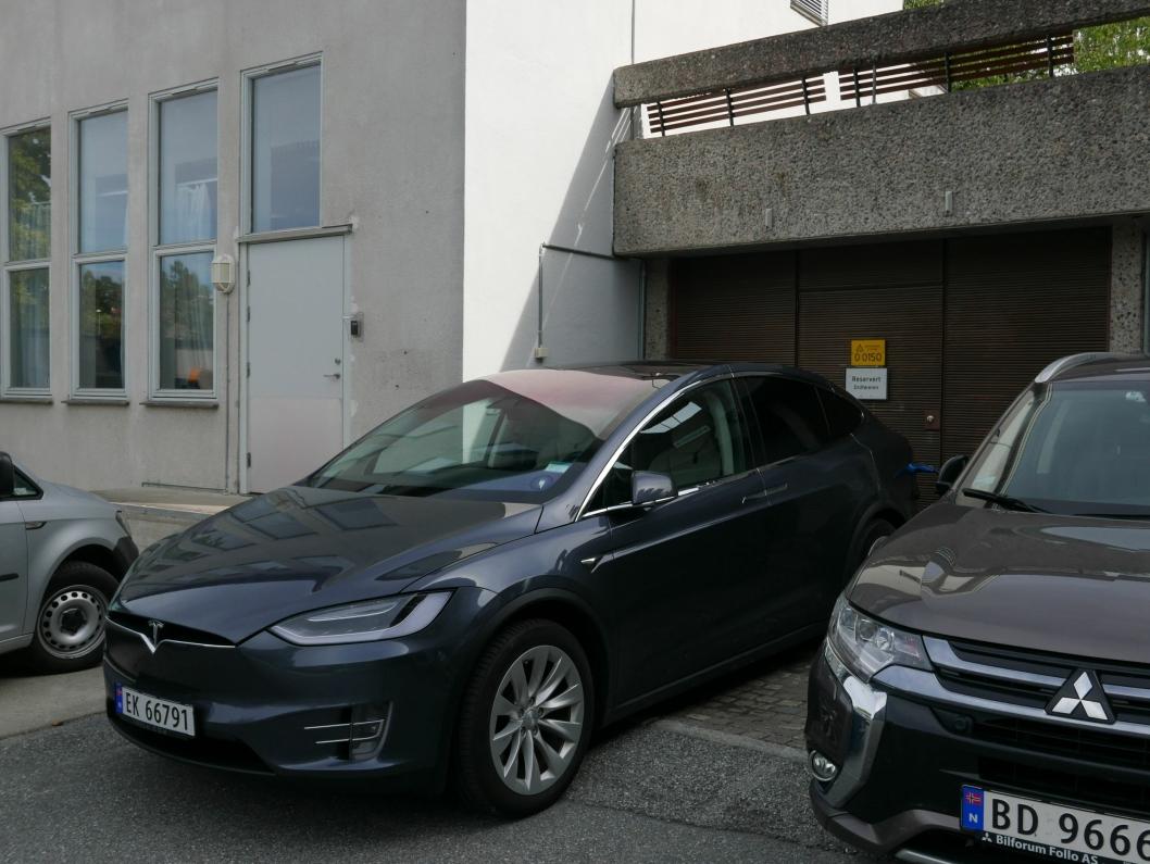 RESERVERT ORDFØREREN: Denne plassen på parkeringsplassen nord for rådhuset er reservert ordføreren.