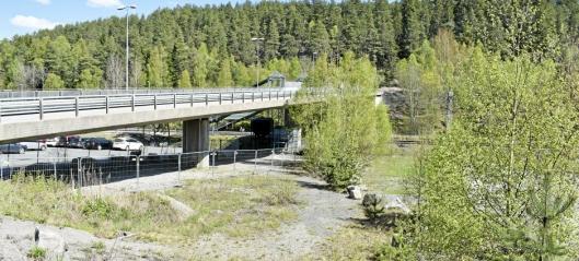 Rosenholm får sykkelhotell under broen